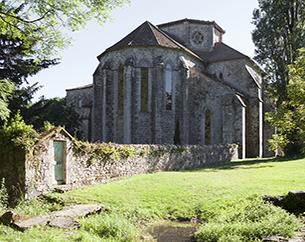 Centre des Monuments Nationaux <Br> Abbaye de Beaulieu en Rouergue